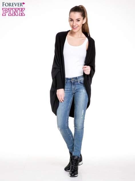 Czarny sweter narzutka z nietoperzowymi rękawami                                  zdj.                                  4