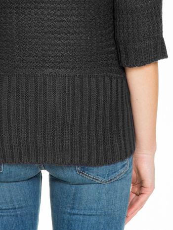 Czarny sweter narzutka z rękawem 3/4                                  zdj.                                  9