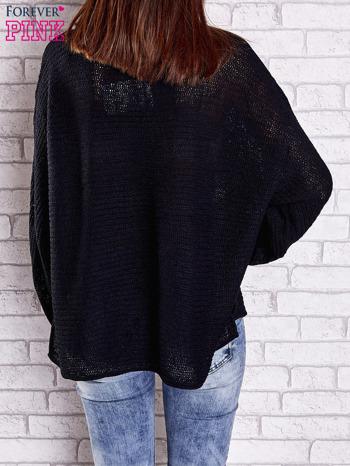 Czarny sweter oversize z rozcięciami po bokach                                  zdj.                                  5
