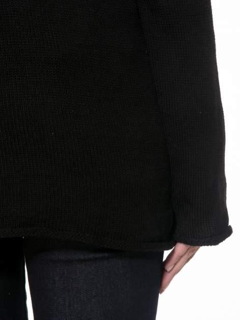Czarny sweter w gwiazdy z efektem destroyed                                  zdj.                                  8