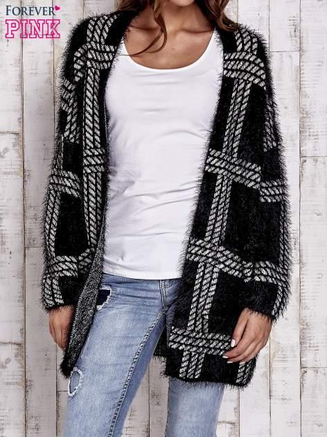 Czarny sweter w kratę z kieszeniami                                  zdj.                                  1