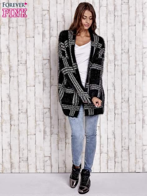 Czarny sweter w kratę z kieszeniami                                  zdj.                                  2