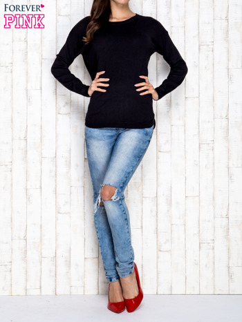 Czarny sweter z okrągłym dekoltem                                  zdj.                                  2
