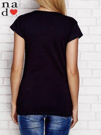 Czarny t-shirt W PRACY NAJBARDZIEJ LUBIĘ PIĄTEK I WYPŁATĘ