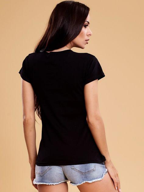 Czarny t-shirt damski w kwiaty                              zdj.                              2