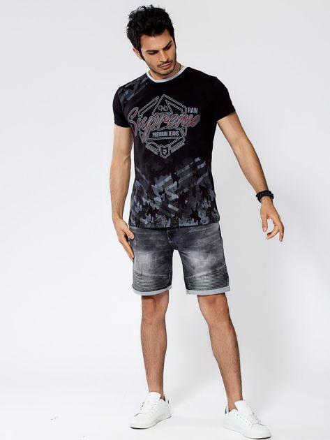 Czarny t-shirt męski z graficznym napisem                              zdj.                              4