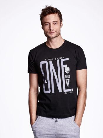 Czarny t-shirt męski z nadrukiem i napisem ONE