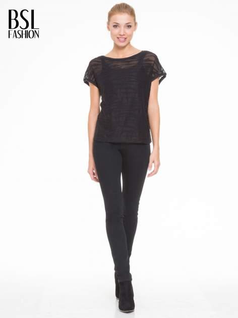 Czarny t-shirt mgiełka we wzór animal print                                  zdj.                                  2