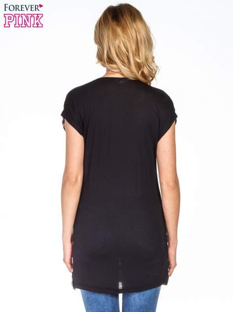 Czarny t-shirt w kratę                                  zdj.                                  4