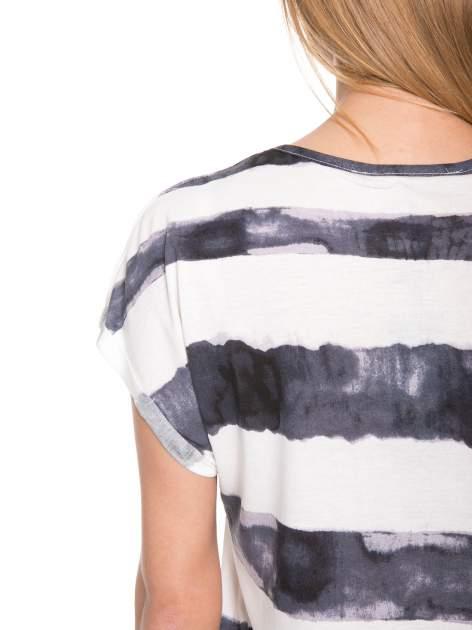 Czarny t-shirt w paski tie-dye                                  zdj.                                  6