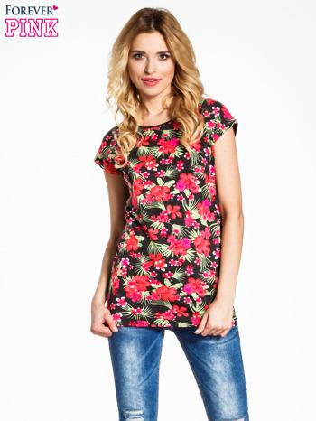 Czarny t-shirt we wzór kwiatowy