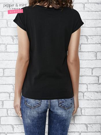 Czarny t-shirt z aplikacją NYC z cekinów                                  zdj.                                  4