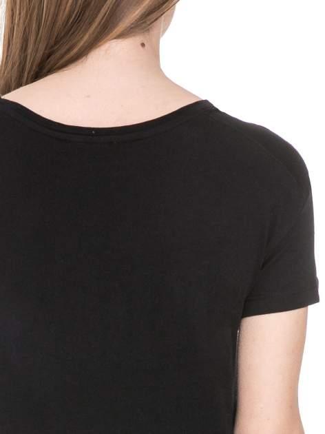 Czarny t-shirt z aplikacją burzy z cekinów                                  zdj.                                  6