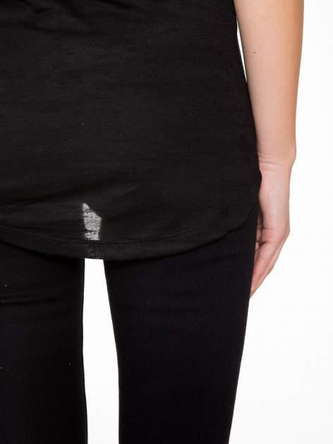 Czarny t-shirt z aplikacją z dżetów                                  zdj.                                  9