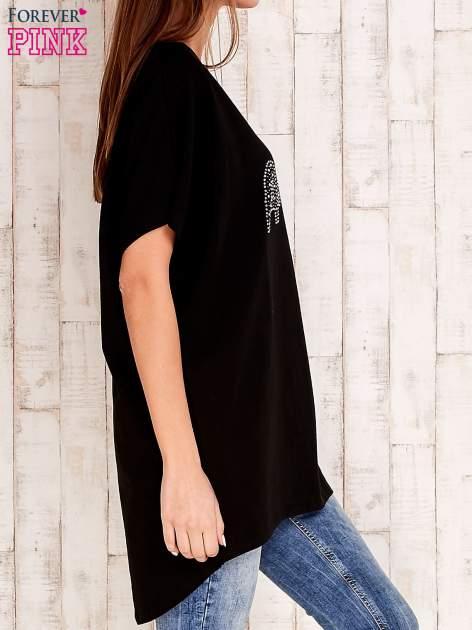 Czarny t-shirt z biżuteryjnym napisem AMORE                                  zdj.                                  3