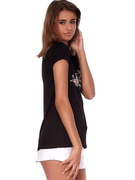 Czarny t-shirt z brokatowym napisem                              zdj.                              5