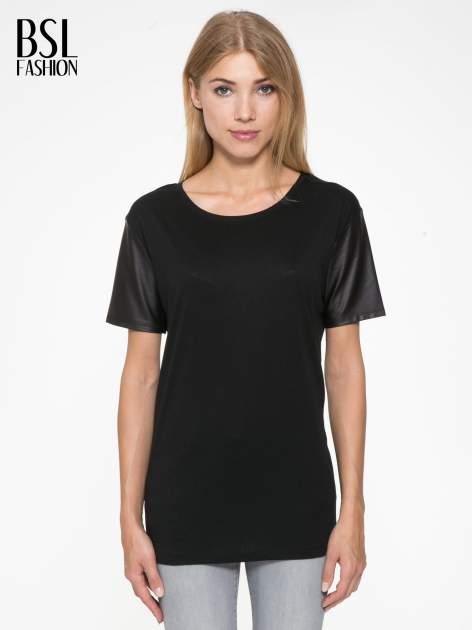 Czarny t-shirt z czarnymi skórzanymi rękawami                                  zdj.                                  1