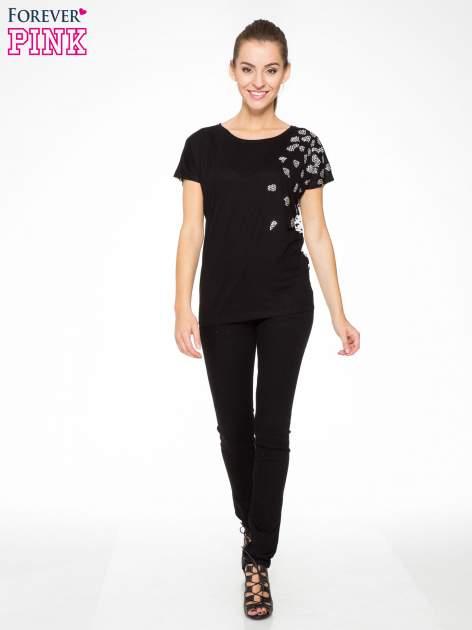 Czarny t-shirt z dżetami i tyłem w cętki                                  zdj.                                  5