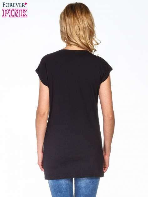 Czarny t-shirt z geometrycznym nadrukiem                                  zdj.                                  4