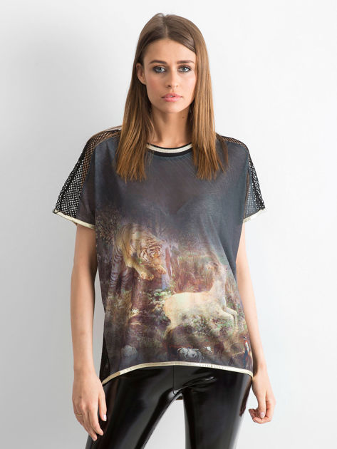 Czarny t-shirt z grafiką animal print i siateczkowym tyłem                                  zdj.                                  4