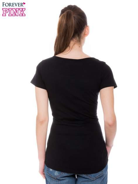 Czarny t-shirt z koronkową wstawką na ramionach                                  zdj.                                  3
