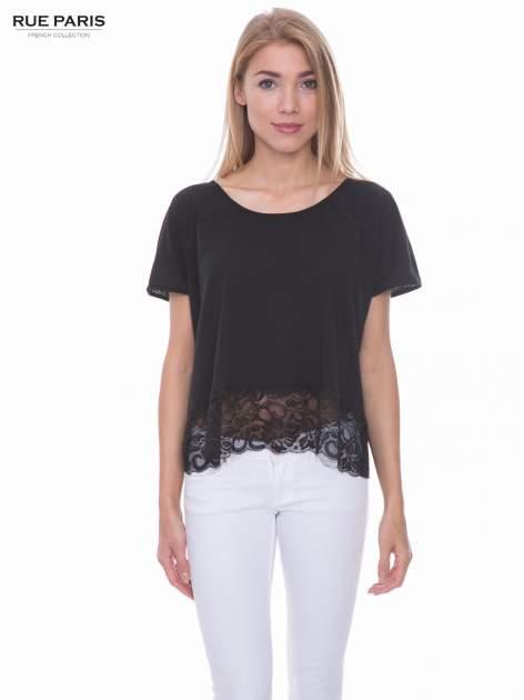 Czarny t-shirt z koronkowym dołem                                  zdj.                                  1