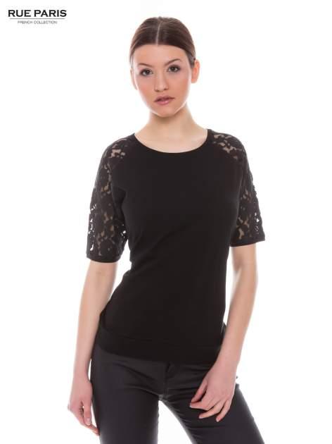 Czarny t-shirt z koronkowymi rękawami długości 3/4                                  zdj.                                  1