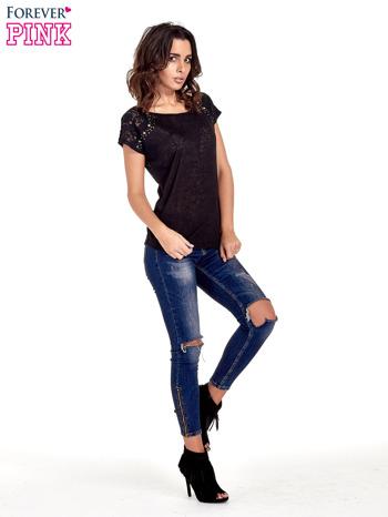Czarny t-shirt z koronkowymi rękawami i gwiazdkami                                  zdj.                                  2