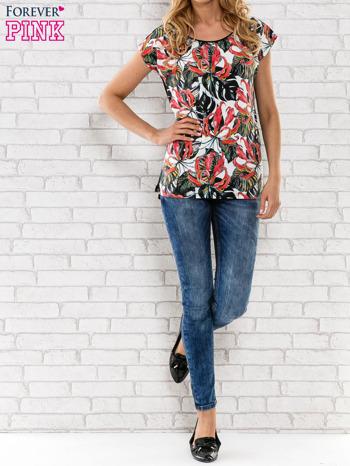 Czarny t-shirt z motywem egzotycznych kwiatów                                  zdj.                                  6