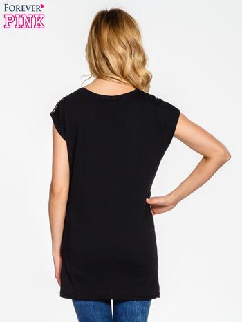 Czarny t-shirt z motywem zwierzęcym                                  zdj.                                  2