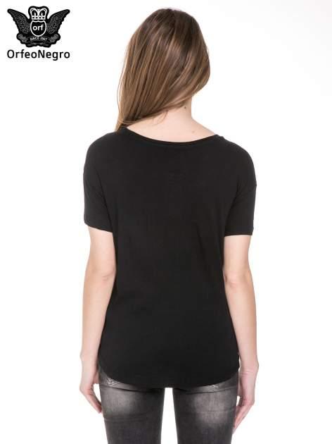 Czarny t-shirt z nadrukiem AU REVOIR z cekinów                                  zdj.                                  4