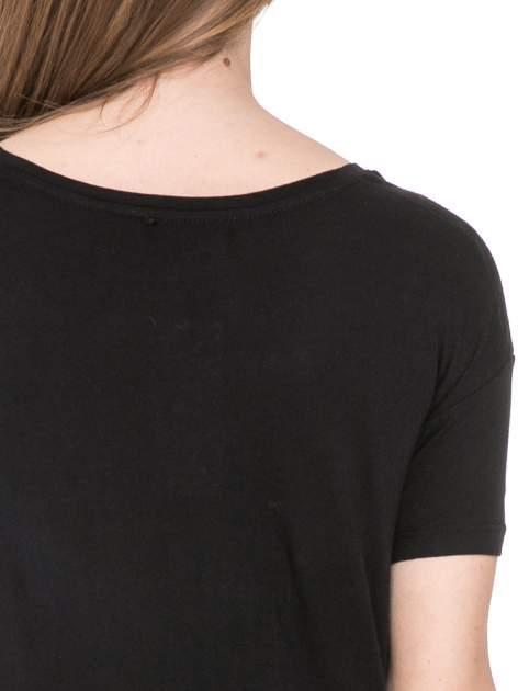 Czarny t-shirt z nadrukiem AU REVOIR z cekinów                                  zdj.                                  6