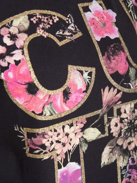 Czarny t-shirt z nadrukiem CUTE i pomponami w stylu etno                                  zdj.                                  8
