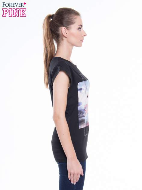 Czarny t-shirt z nadrukiem FLAMINGO MOTEL                                  zdj.                                  2