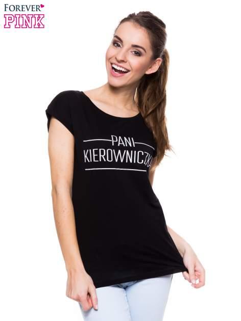 Czarny t-shirt z nadrukiem PANI KIEROWNICZKA                                  zdj.                                  1