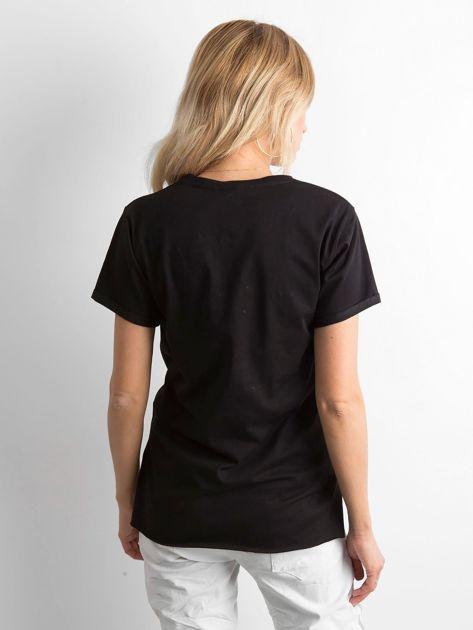 Czarny t-shirt z nadrukiem i koralikami                              zdj.                              2