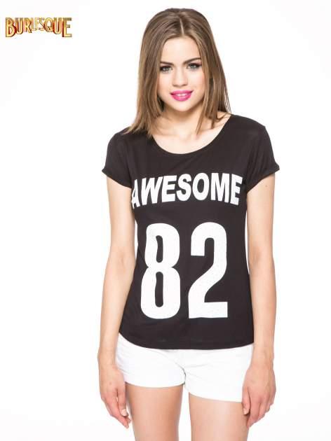 Czarny t-shirt z nadrukiem numerycznym AWESOME 82 z dżetami                                  zdj.                                  12