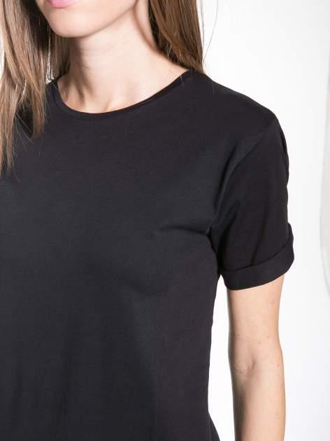 Czarny t-shirt z nadrukiem numerycznym KAWAKUBO 42 z tyłu                                   zdj.                                  7