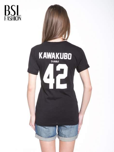 Czarny t-shirt z nadrukiem numerycznym KAWAKUBO 42 z tyłu                                   zdj.                                  5