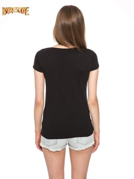 Czarny t-shirt z nadrukiem troskliwych misiów                                  zdj.                                  4