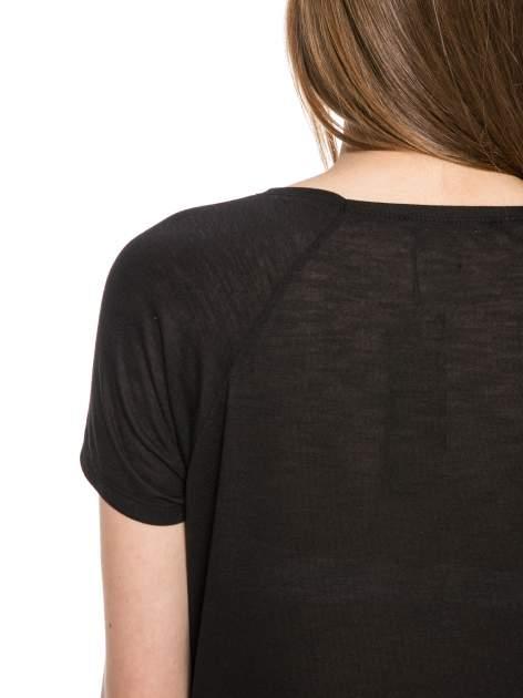 Czarny t-shirt z napisem A SUNDAY                                  zdj.                                  10