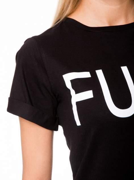 Czarny t-shirt z napisem FUCK z logo Chanel                                  zdj.                                  6