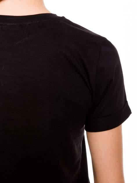Czarny t-shirt z napisem FUCK z logo Chanel                                  zdj.                                  9
