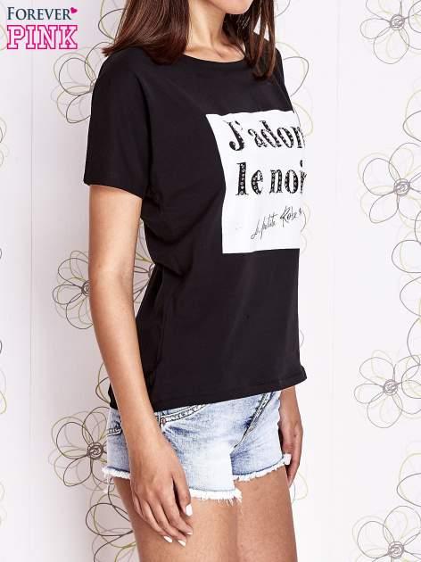 Czarny t-shirt z napisem J'ADORE LE NOIR                                  zdj.                                  3