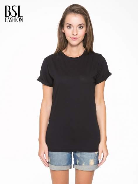Czarny t-shirt z napisem MARGIELA 47 na plecach                                  zdj.                                  1