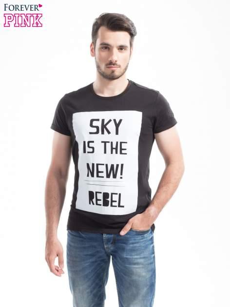 Czarny t-shirt z napisem SKY IS THE NEW REBEL                                  zdj.                                  4