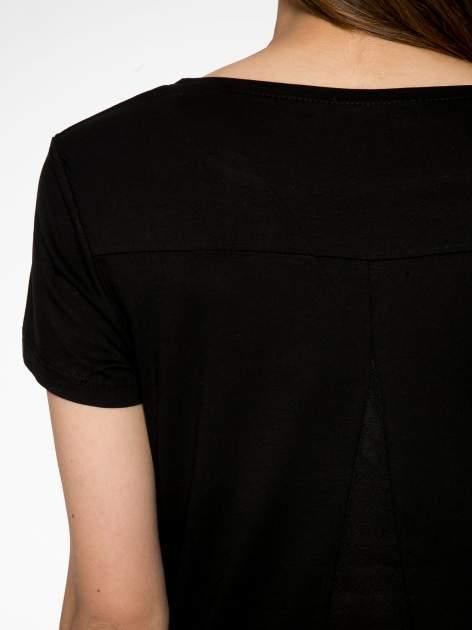 Czarny t-shirt z napisem SORRY I'M SUPER FRESH z dżetami                                  zdj.                                  10