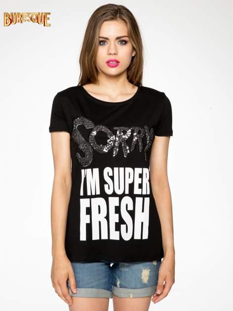 Czarny t-shirt z napisem SORRY I'M SUPER FRESH z dżetami                                  zdj.                                  11