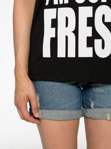 Czarny t-shirt z napisem SORRY I'M SUPER FRESH z dżetami                                  zdj.                                  6