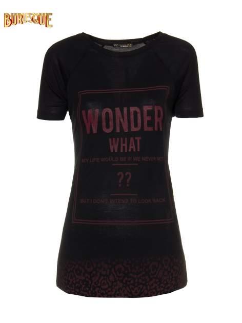 Czarny t-shirt z napisem WONDER WHAT?                                  zdj.                                  1